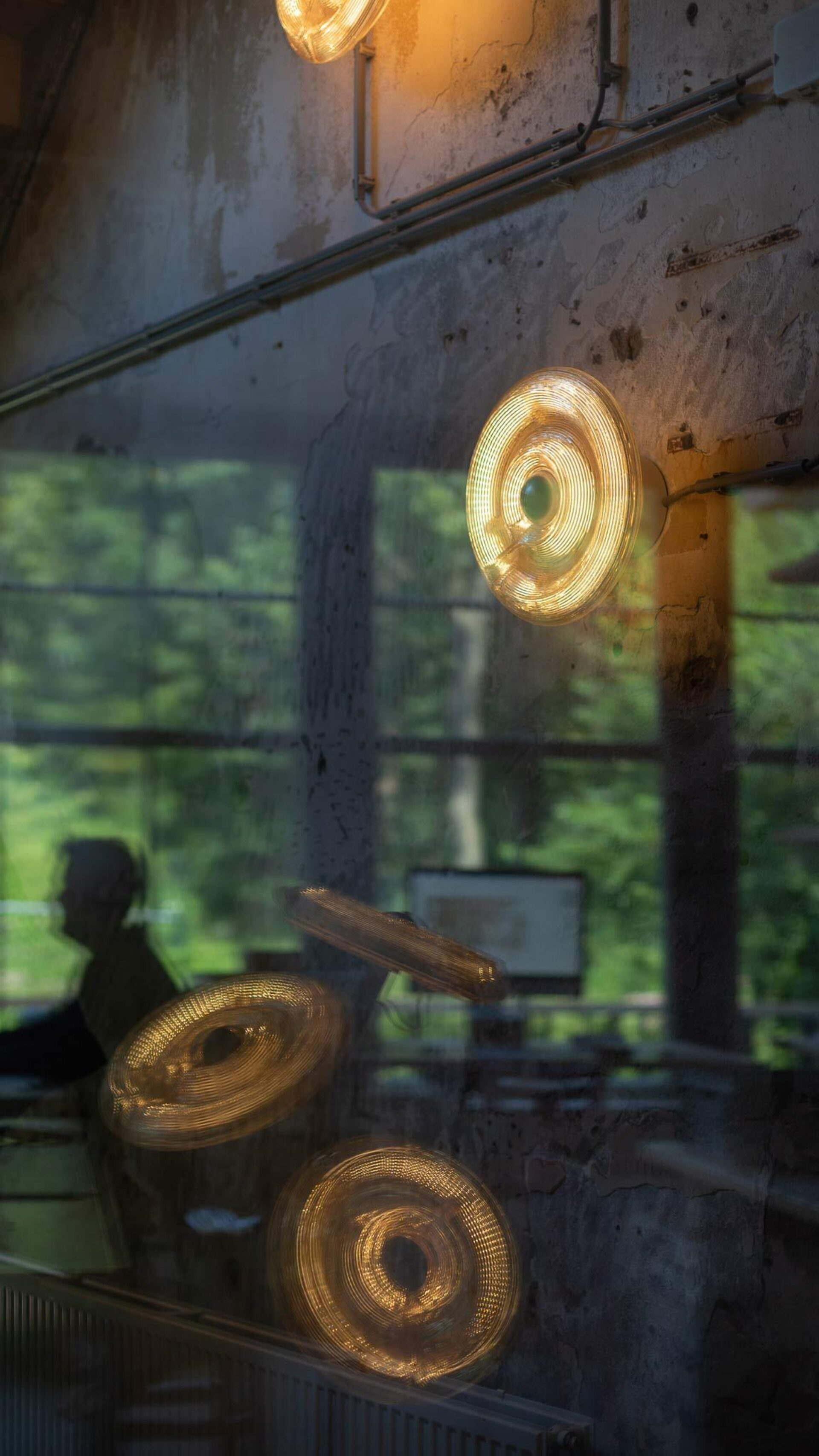 Kooij fresnel lamp studio reflection