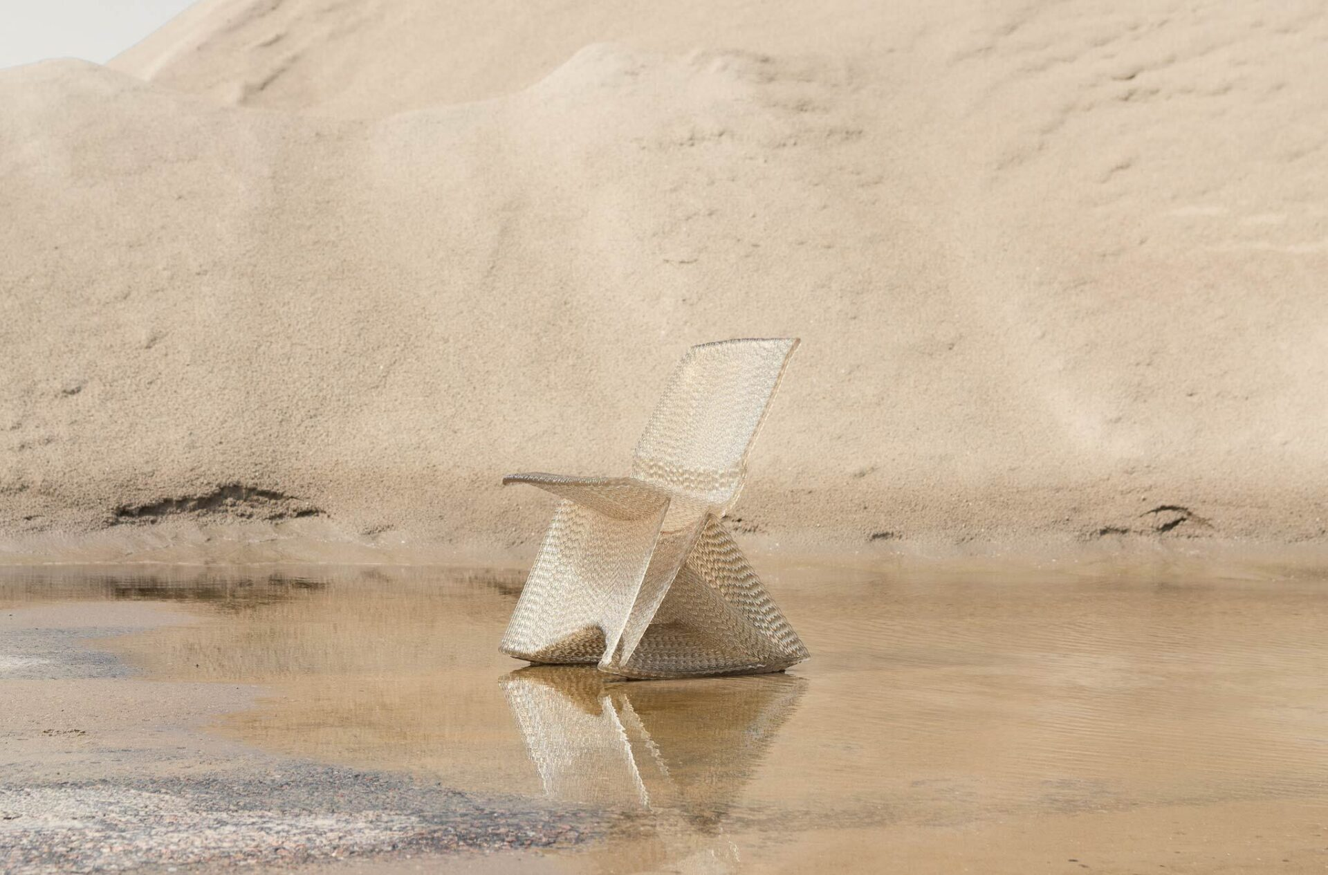Kooij endless rocking chair 3d printed recycled plastic sand